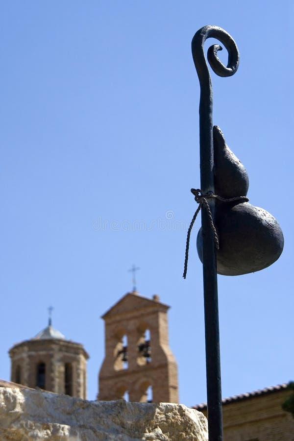 Pielgrzymów statua i benedyktynki monaster, Hiszpania fotografia royalty free