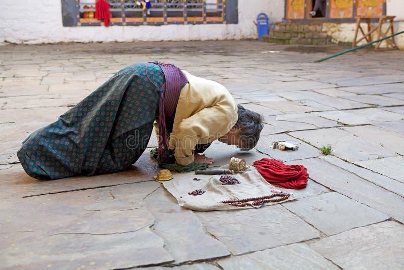 Pielgrzym przy Jakar Dzong, Jakar, Bhutan zdjęcia stock