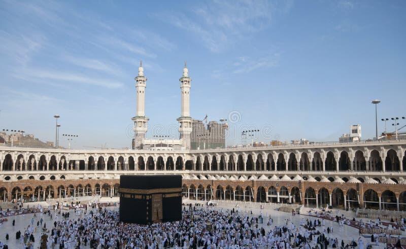 Pielgrzymi circumambulate Kaaba zdjęcie stock
