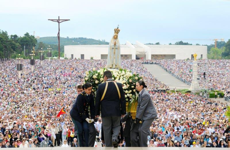 Pielgrzymka Nasz dama Fatima, Chrześcijańska wiara, maryja dziewica Jezus matka, dewotka tłum fotografia royalty free