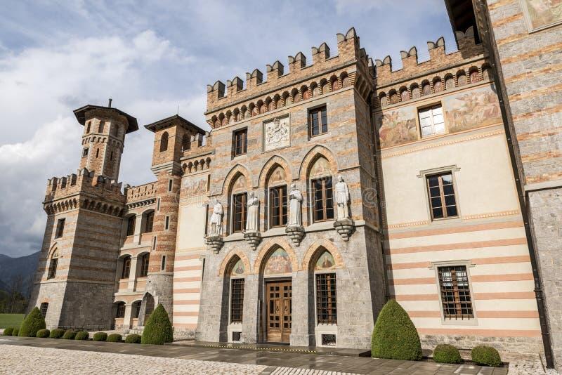 PIELUNGO, ITALIË, 29 APRIL, 2014: Het Kasteel van Ceconi in Pielungo, Pordenone, Italië stock afbeeldingen
