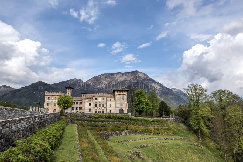 PIELUNGO, ITALIË, 29 APRIL, 2014: Het Kasteel van Ceconi in Pielungo, Pordenone, Italië royalty-vrije stock foto