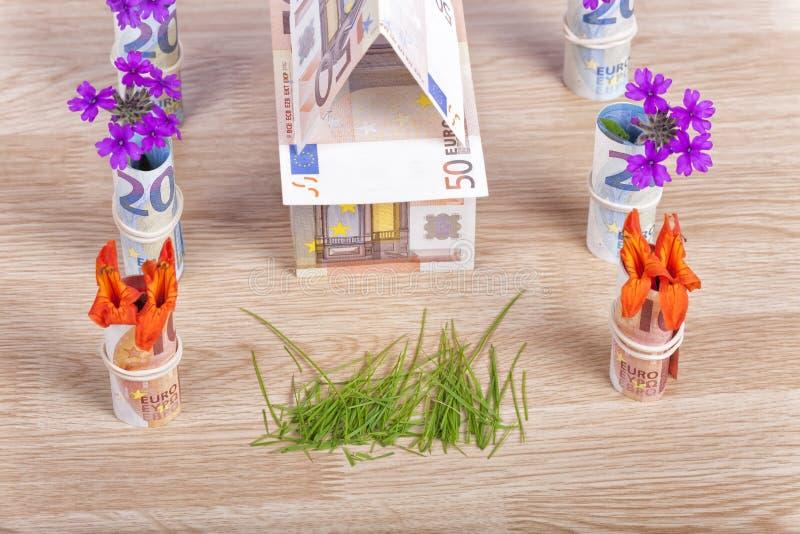 Pieniądze budować domy zdjęcie royalty free