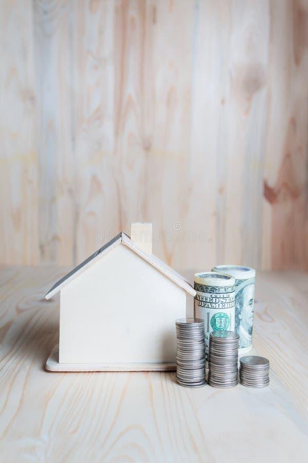 pieniądze; dom; real; nieruchomość; hipoteka; pojęcie; dom; wartość; inwestycja; pożyczka; budować; cena; bogactwo; gotówka; bizn fotografia stock
