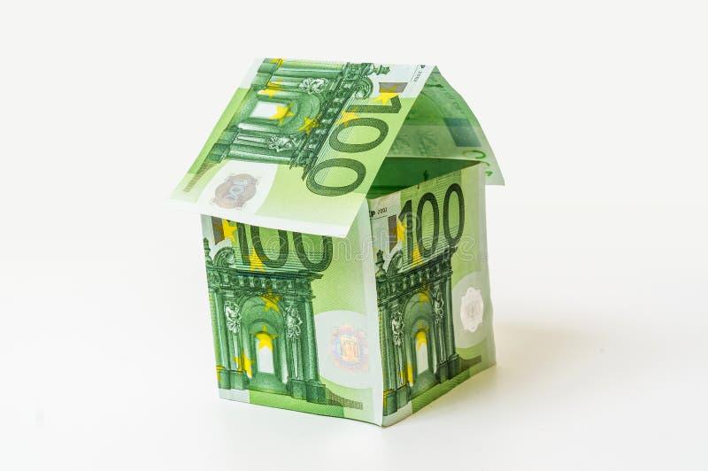 Pieniądze dom robić od euro banknotów zdjęcia stock