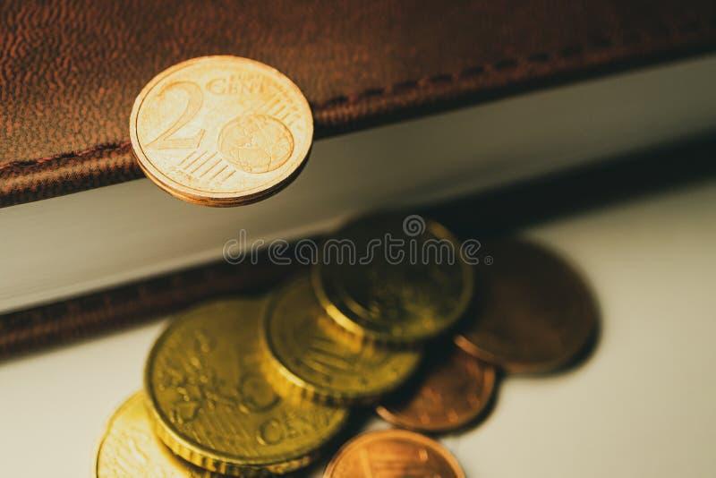 Pieniądze i centy dla książki zdjęcie stock