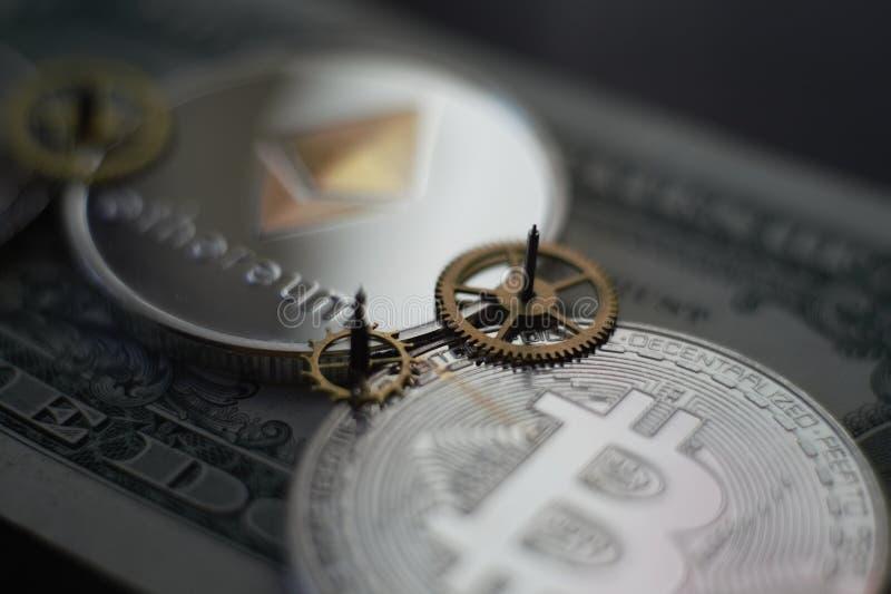 Pieniądze i finanse pojęcie z Bitcoin Ethereum obraz royalty free