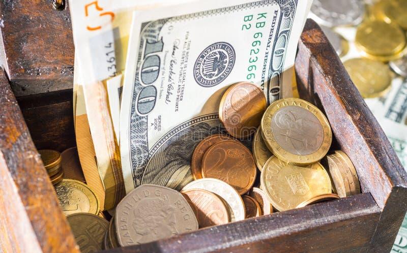 Pieniądze klatka piersiowa zdjęcia royalty free