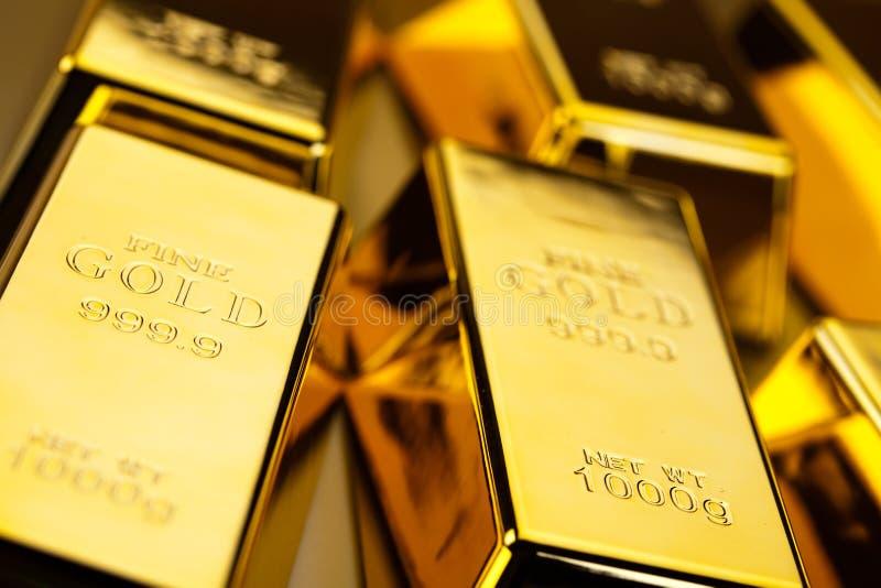 Pieniądze, monety i złoto, nastrojowy pieniężny pojęcie zdjęcie stock