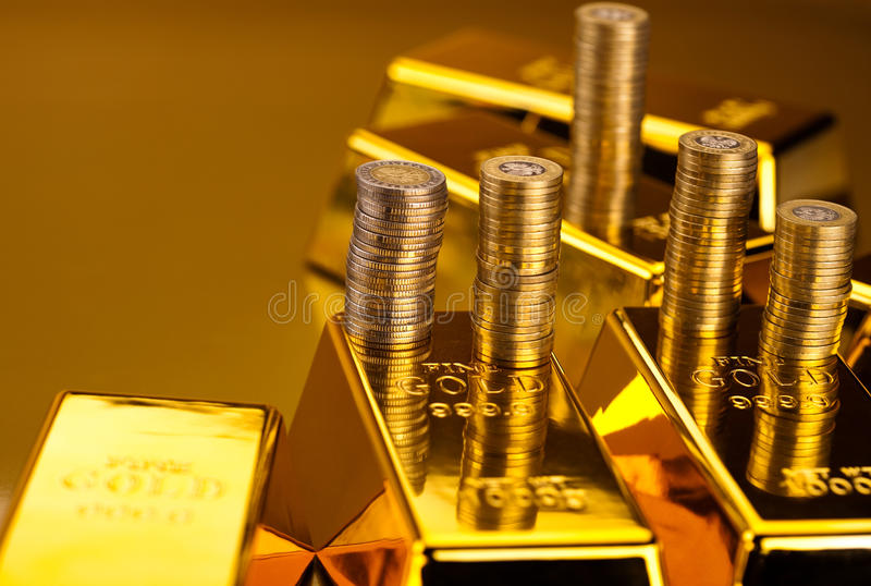 Pieniądze, monety i złoto, nastrojowy pieniężny pojęcie fotografia stock