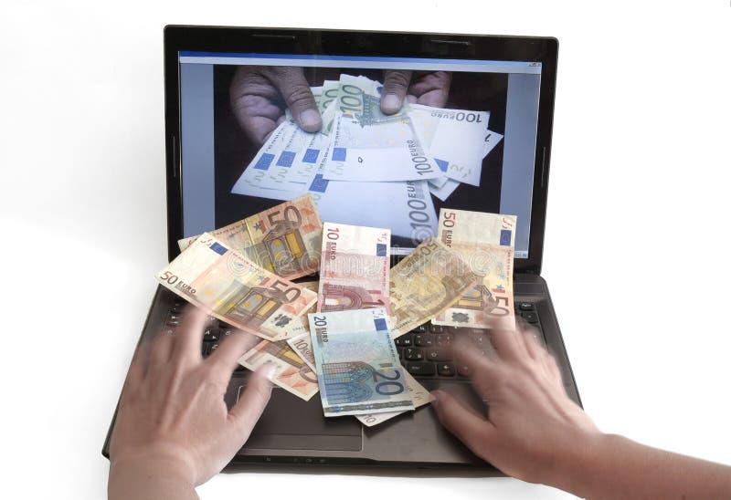 Pieniądze na klawiaturze Online bankowość na 20 2015 Kwietniu zdjęcie stock