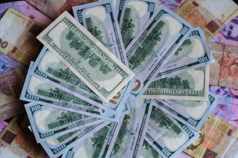 Pieniądze przesuwał między krajami Ukraina i usa, mianowicie zdjęcie royalty free