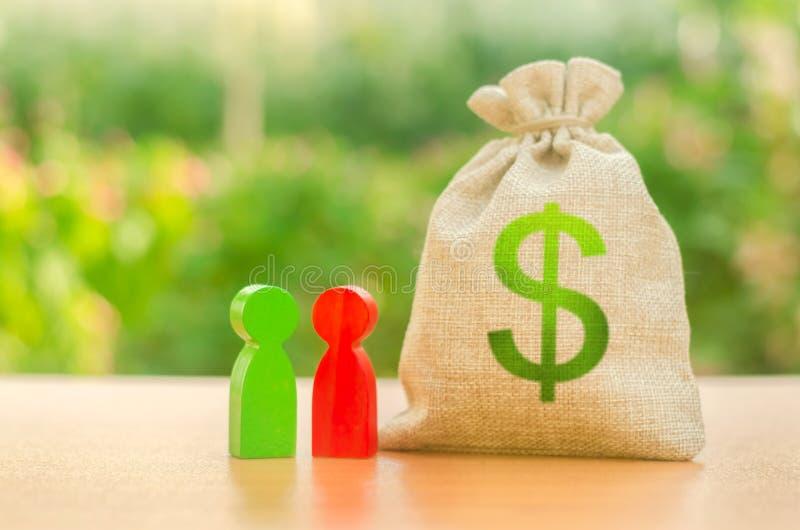 Pieniądze torba z dolarowym symbolem i dwa ludźmi postaci Inwestycja i pożyczanie, leasing Dostępne pożyczki i dotacje, rząd fotografia stock