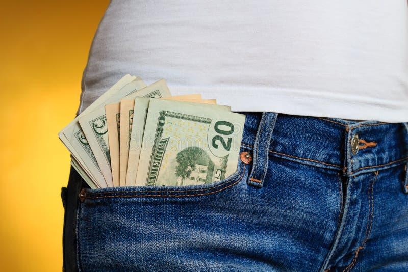 Pieniądze w przód kieszeni w kobieta cajgach obraz royalty free