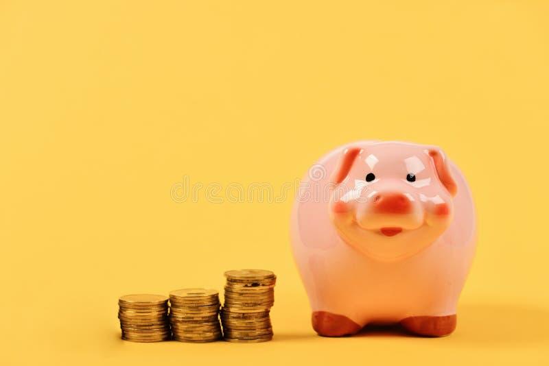 Pieniężny zysku i obliczeń pojęcie Inwestycje i dochodu przyrosta pomysł zdjęcia stock