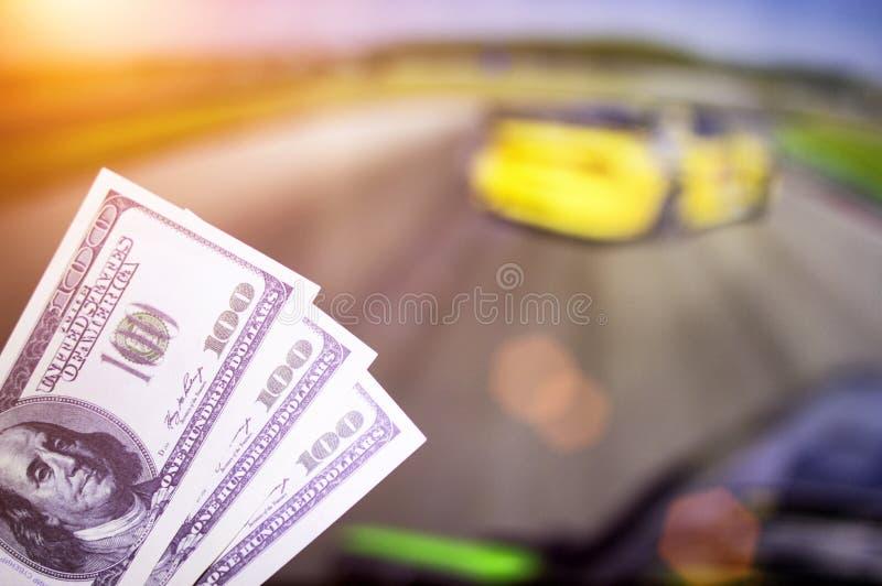 Pieniędzy dolary na tle TV na którym przedstawienie dryf na samochodach, sporty zakłada się, pieniędzy dolary fotografia royalty free