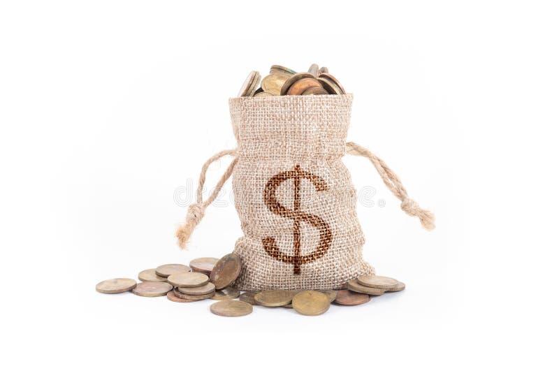 Pieni?dze monety na bia?ym tle i torby Czas inwestować, czas wartość dla pieniądze, planowanie rodziny, pieniądze oszczędzanie, f obrazy royalty free