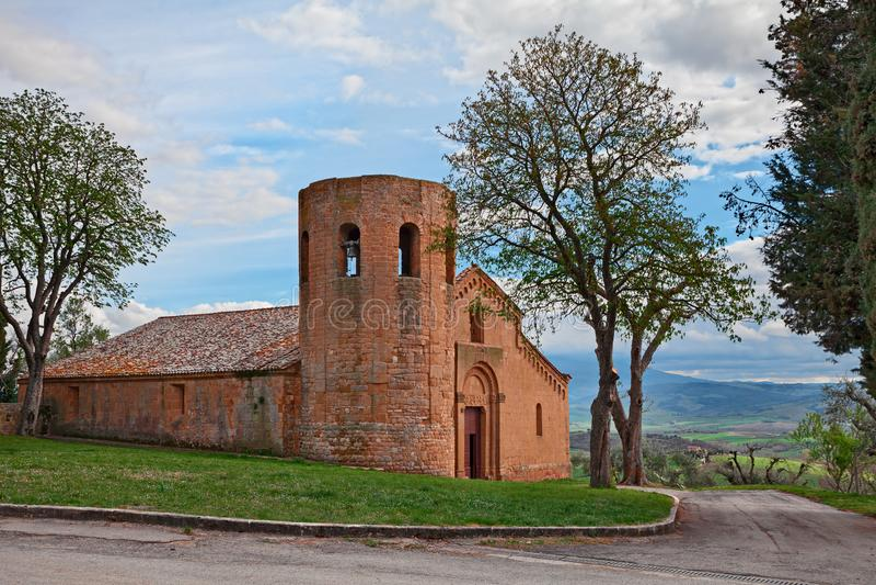 Pienza, Σιένα, Τοσκάνη, Ιταλία: ο μεσαιωνικός 12ος αιώνας εκκλησιών Pieve Di Corsignano στοκ φωτογραφία