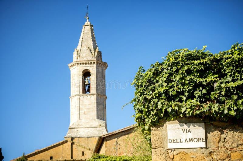 Pienza La via di amore firma in italiano su una parete in Pienza, Siena, Italia fotografie stock
