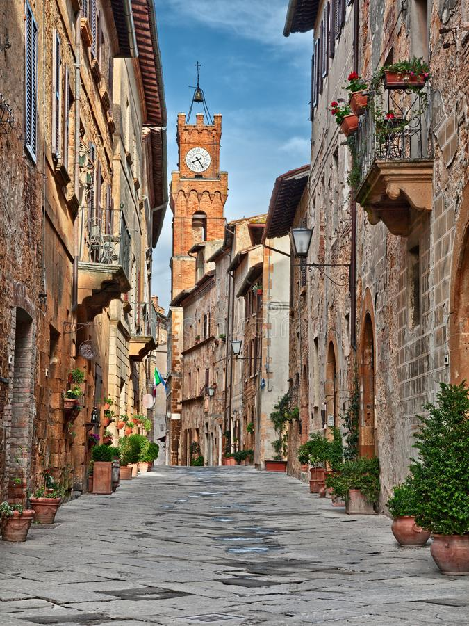 Pienza, Sienne, Toscane, Italie : la rue principale pittoresque de la ville image libre de droits