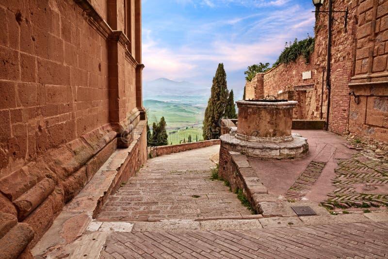 Pienza, Sienne, Toscane, Italie : paysage de la vieille ville photo stock