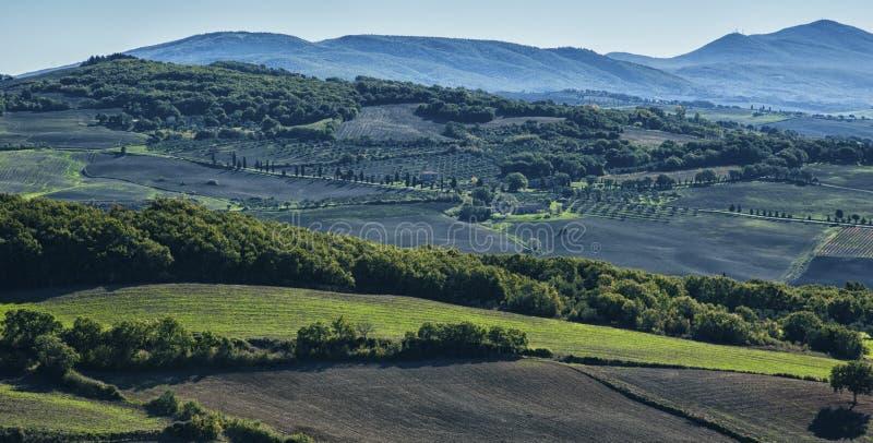 Pienza - Toscana/Italia, el 30 de octubre de 2016: Paisaje escénico de Toscana con Rolling Hills y los valles en otoño, cerca del fotografía de archivo