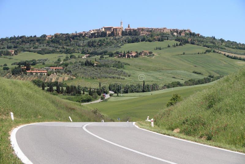 pienzaväg tuscany fotografering för bildbyråer
