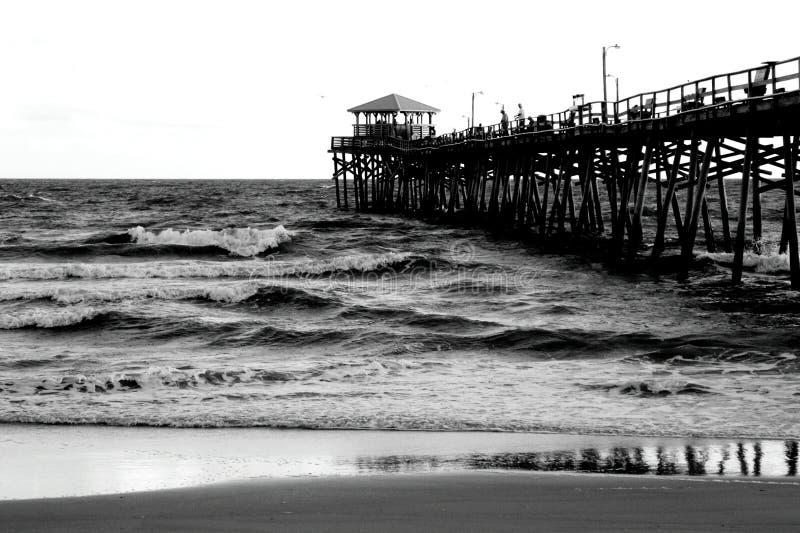 Pier am atlantischen Strand, North Carolina stockbild