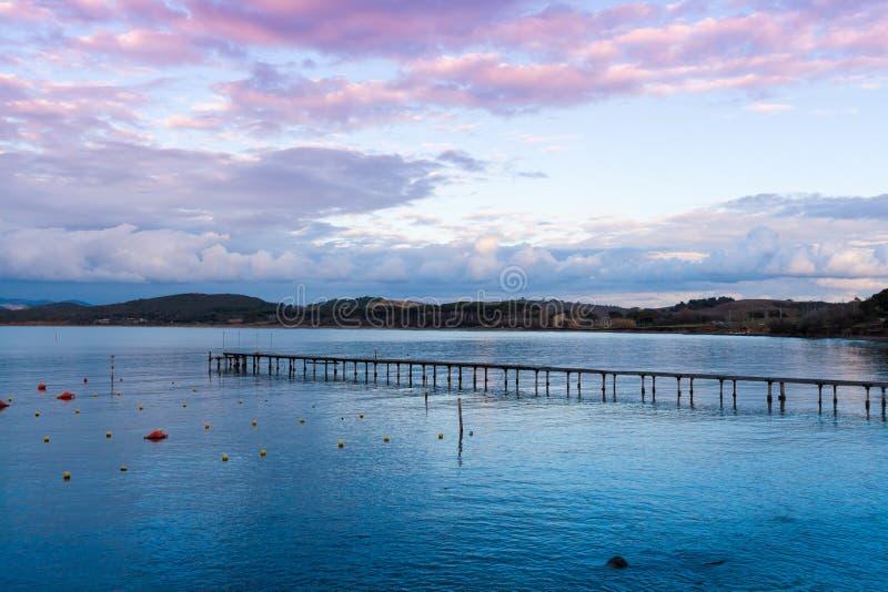 Pier in baratti Golf in Toskana, Italien stockfotos