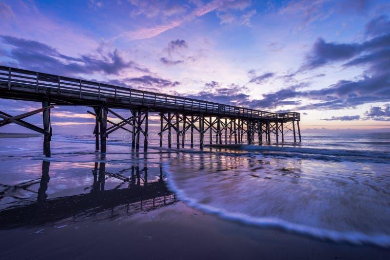 Pier bei Ise des Palmen-Strandes, in Charleston South Carolina bei Sunr lizenzfreies stockbild