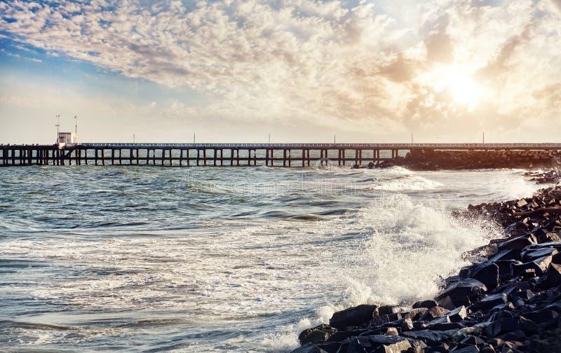 Pier bei Sonnenuntergang lizenzfreies stockbild