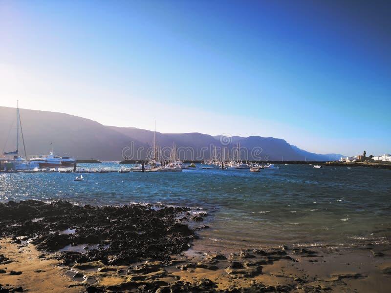 Pier, Bucht, Jachthafen von La Graciosa stockbilder
