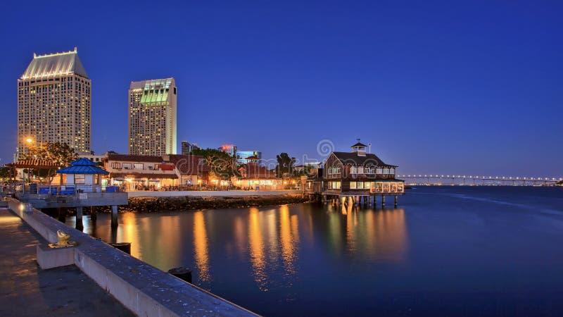 Pier Cafe am Seehafen-Dorf, San Diego, Kalifornien, USA lizenzfreies stockbild
