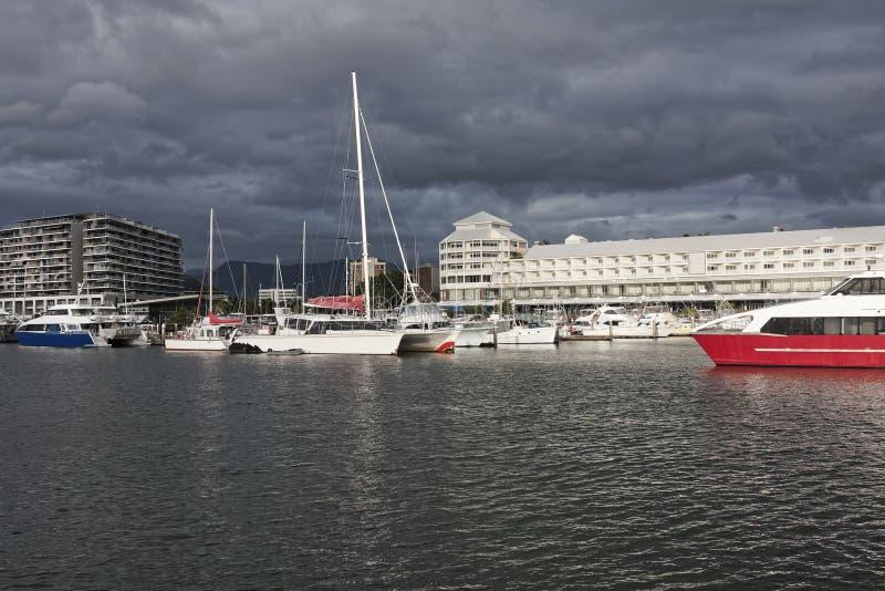 Pier Cairns QLD arkivbilder
