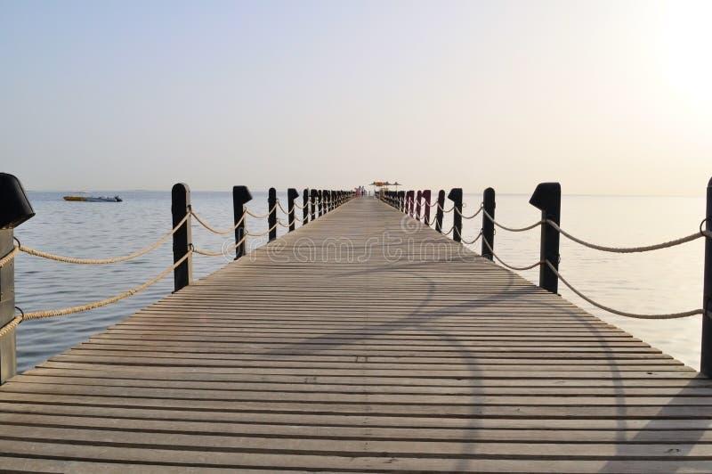 Pier der Führer im Meer stockbild