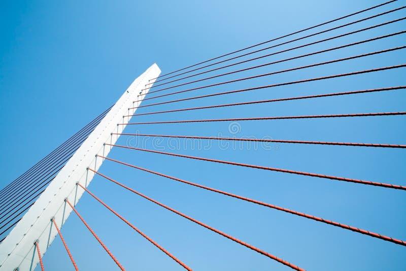 Pier einer Aufhebungbrücke stockfoto
