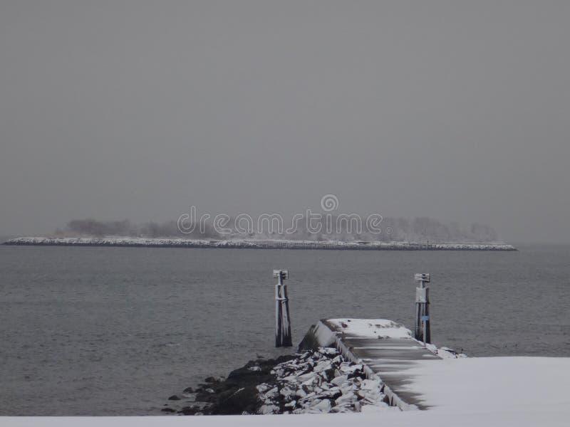 Pier im Winter lizenzfreies stockbild