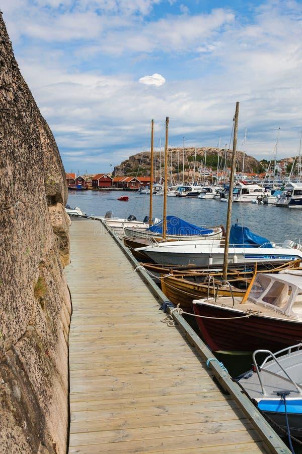 Pier langs de klippen royalty-vrije stock afbeelding