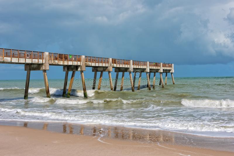 Pier Near Jaycee Park In Vero Beach Florida fotos de stock