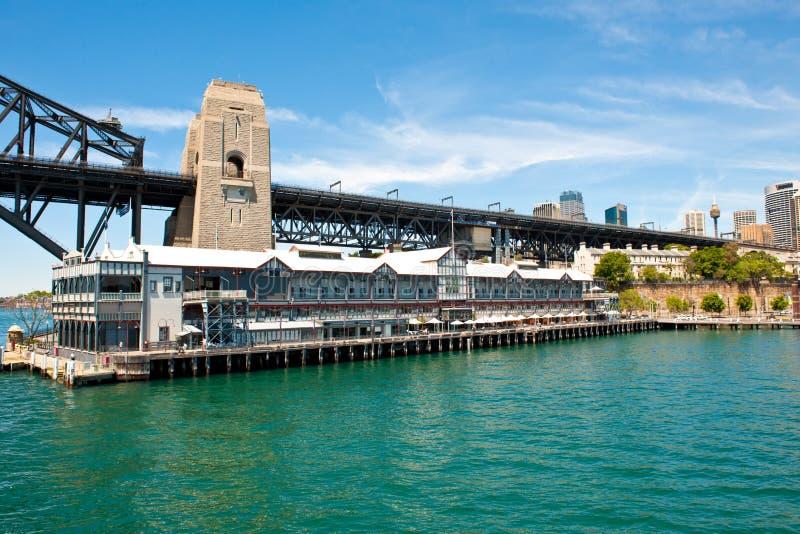 Pier One, Handschriftensammlungs-Hotel und Sydney Harbour Bridge lizenzfreies stockfoto