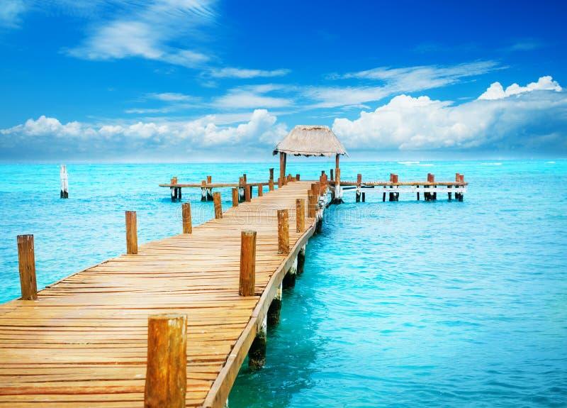 Pier op Caraïbische Zee royalty-vrije stock afbeelding