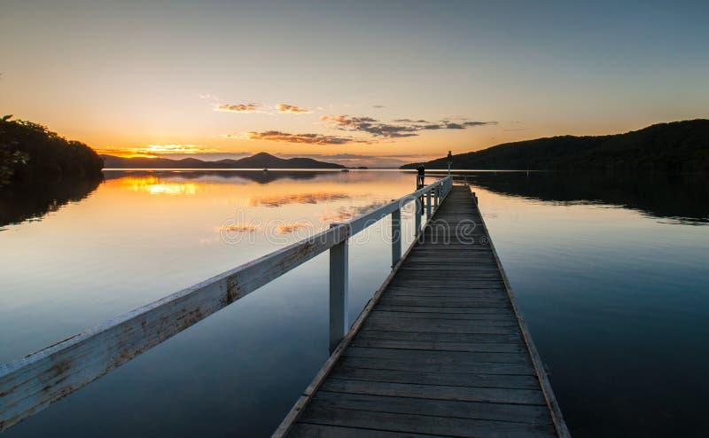 Pier View von Wallis Creekat Sunset lizenzfreie stockfotografie