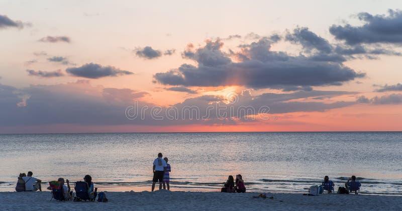 Pieranlegestelle bei Sonnenuntergang in Neapel, forida, USA stockfoto