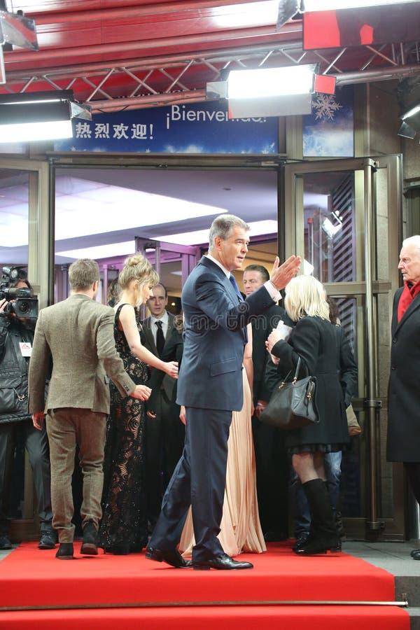 Pierce Brosnan - un modo lungo giù fotografie stock