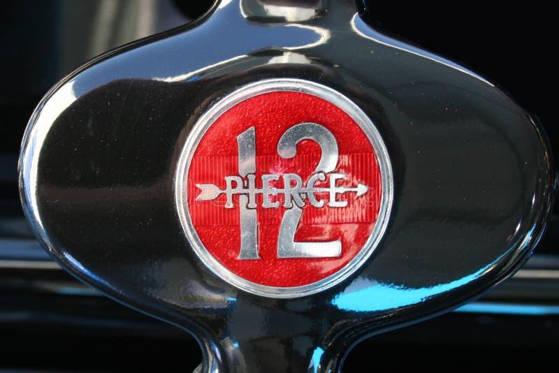 Pierce strzała 12 chromu art deco Klasyczna odznaka obraz stock