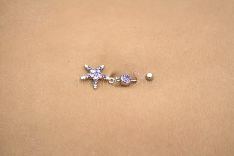 Piercing del Bellybutton fotografie stock libere da diritti
