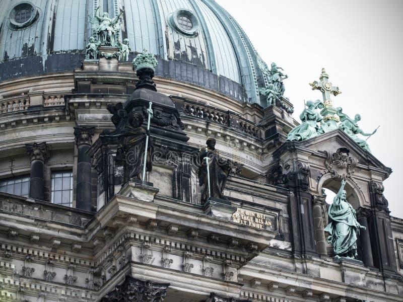 Pierda-para arriba el fragmento, Dom berlineses de la catedral de Berlín en Berlín, Alemania fotografía de archivo