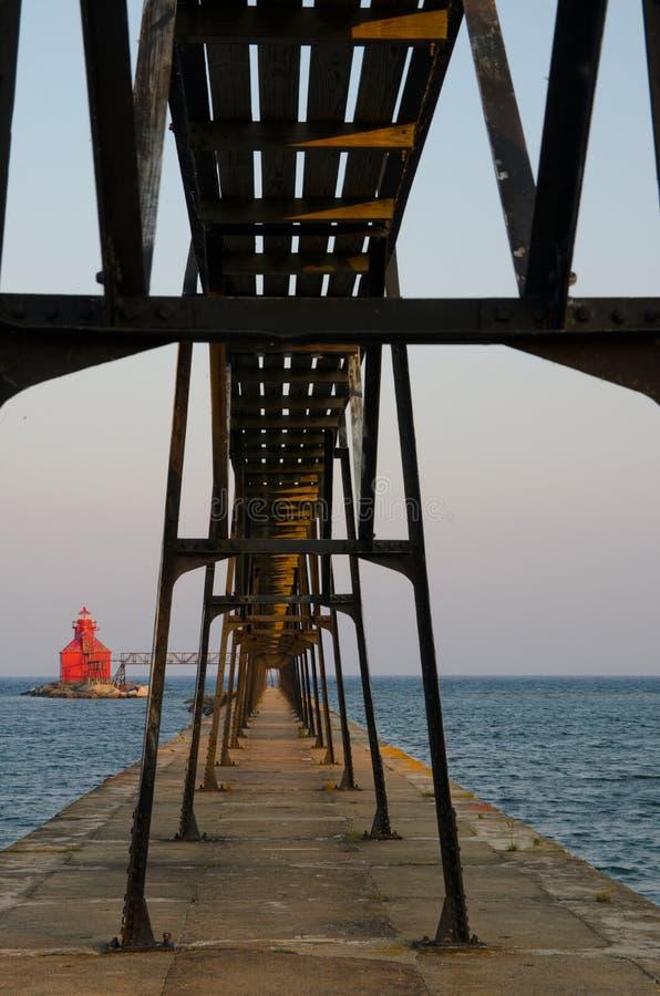 Pierhead för kanal för störfjärdskepp fyr, Wisconsin, USA royaltyfri bild