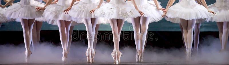 Piernas de la bailarina fotos de archivo libres de regalías
