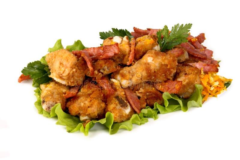 Piernas de pollo con las verduras frescas imagen de archivo libre de regalías